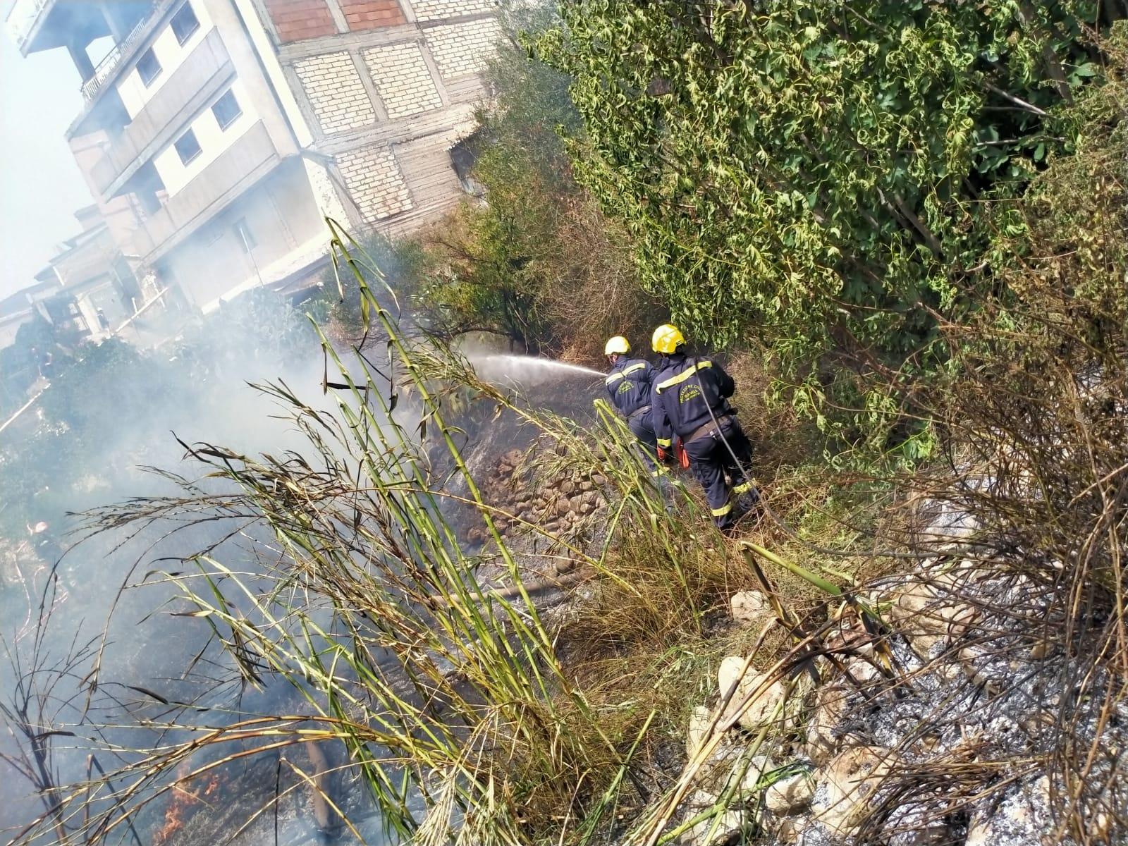 """Catenanuova (EN) Anziano e cardiopatico, vede il suo """"giardino"""" bruciare a causa di un incendio e viene colto da malore"""