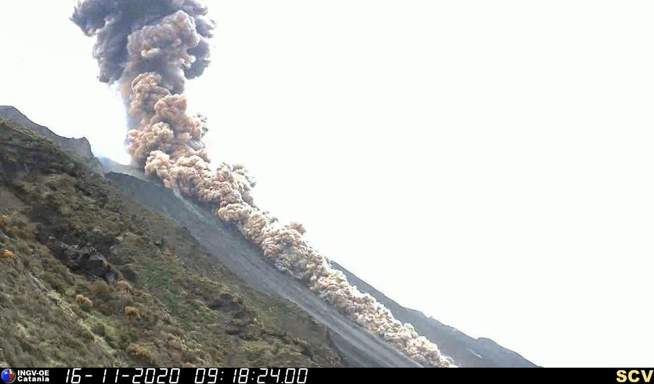 """Stromboli: è preallerta. Una esplosione maggiore ha fatto innalzare il livello di """"fase operativa"""""""