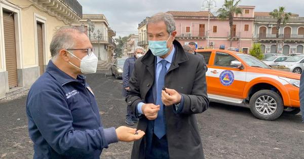 """ETNA. Caduta eccezionale di cenere vulcanica. Istituito il Centro Operativo Regionale a Nicolosi. MUSUMECI: """"Un milione di euro per le zone più colpite"""""""