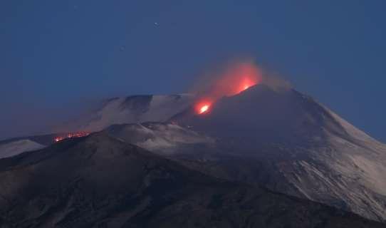 Etna. Forti eruzioni nella notte. Pubblicato Avviso
