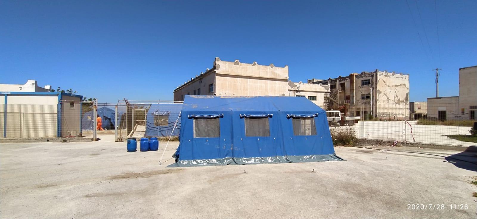 Pantelleria, su richiesta della Prefettura di Trapani,  installate sull'isola tre tende del Dipartimento Regionale della Protezione Civile
