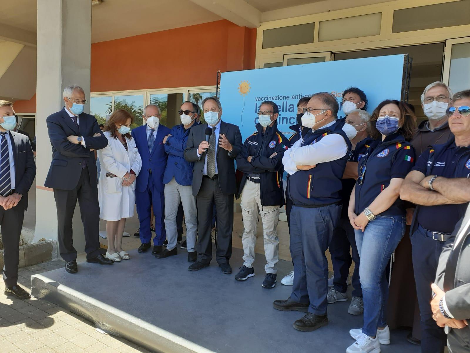 """Caltagirone. Inaugurato il diciottesimo hub vaccinale. Cocina: """"Adesso la Sicilia ha speranze concrete"""""""
