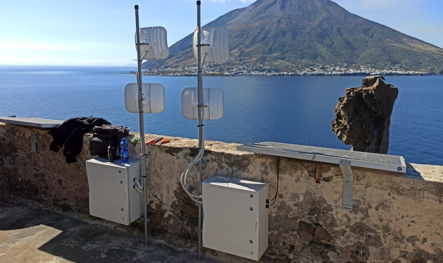 Stromboli: monitoraggio del vulcano più efficiente. Prosegue il potenziamento delle reti infrastrutturali